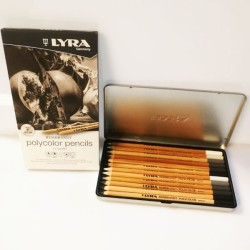 Scatola in metallo 12 matite grigie Lyra serie Rembrandt Polycolor Pencils